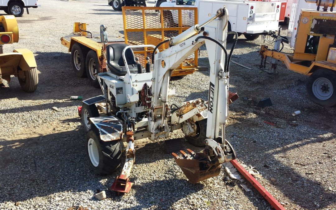107G (Lifton LE125 Tow Behind Back Hoe)